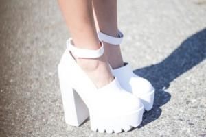 drwn63-l-610x610-shoes-ankle-strap-platform-shoes-white-chunky-heels